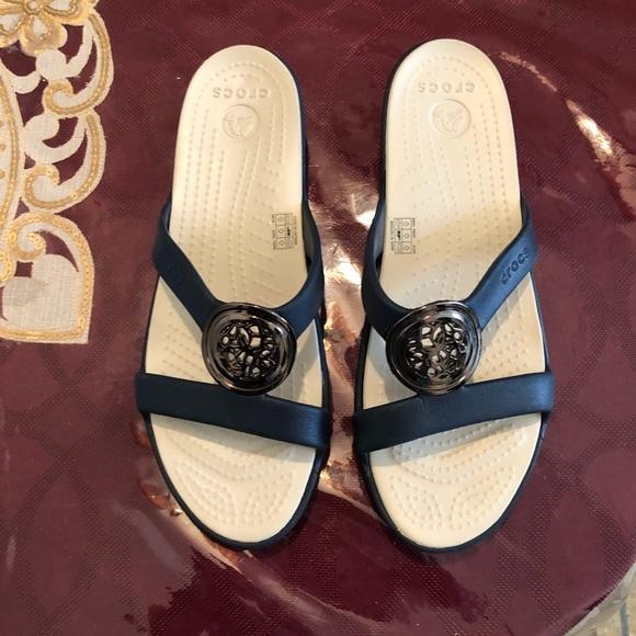 60693e6420b0 Crocs sanrah circle sandals